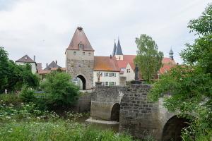 Herrieden, Marktplatz, Stadttor und Storchenturm